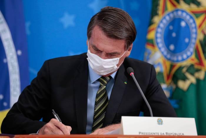 Bolsonaro amplia atividades consideradas essenciais na pandemia