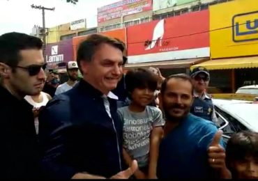 Partidos políticos repudiam passeio de Bolsonaro por Brasília