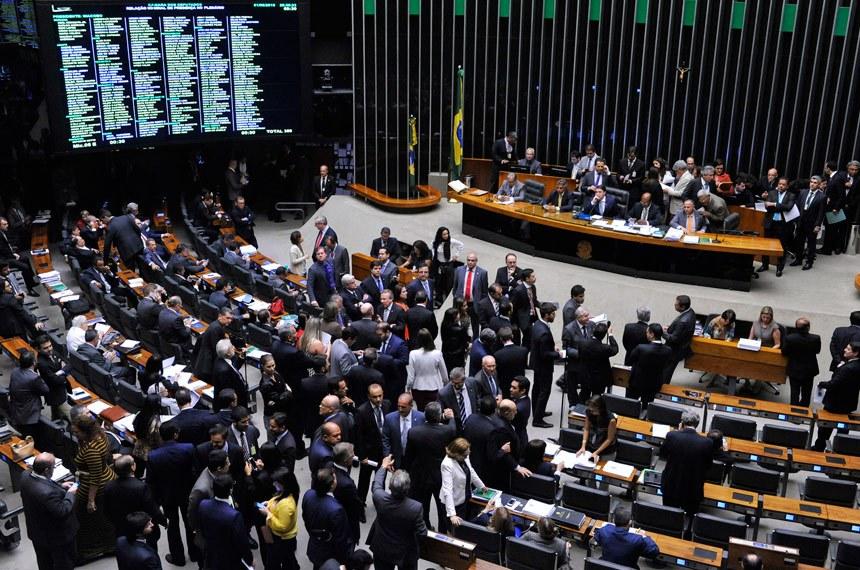 Câmara aprova renda mínima de R$ 600 para trabalhador informal
