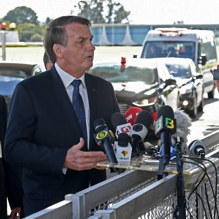 Bolsonaro estimula apoiador a hostilizar imprensa