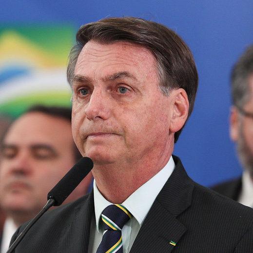 Bolsonaro busca aproximação e deve ceder cargos para centrão