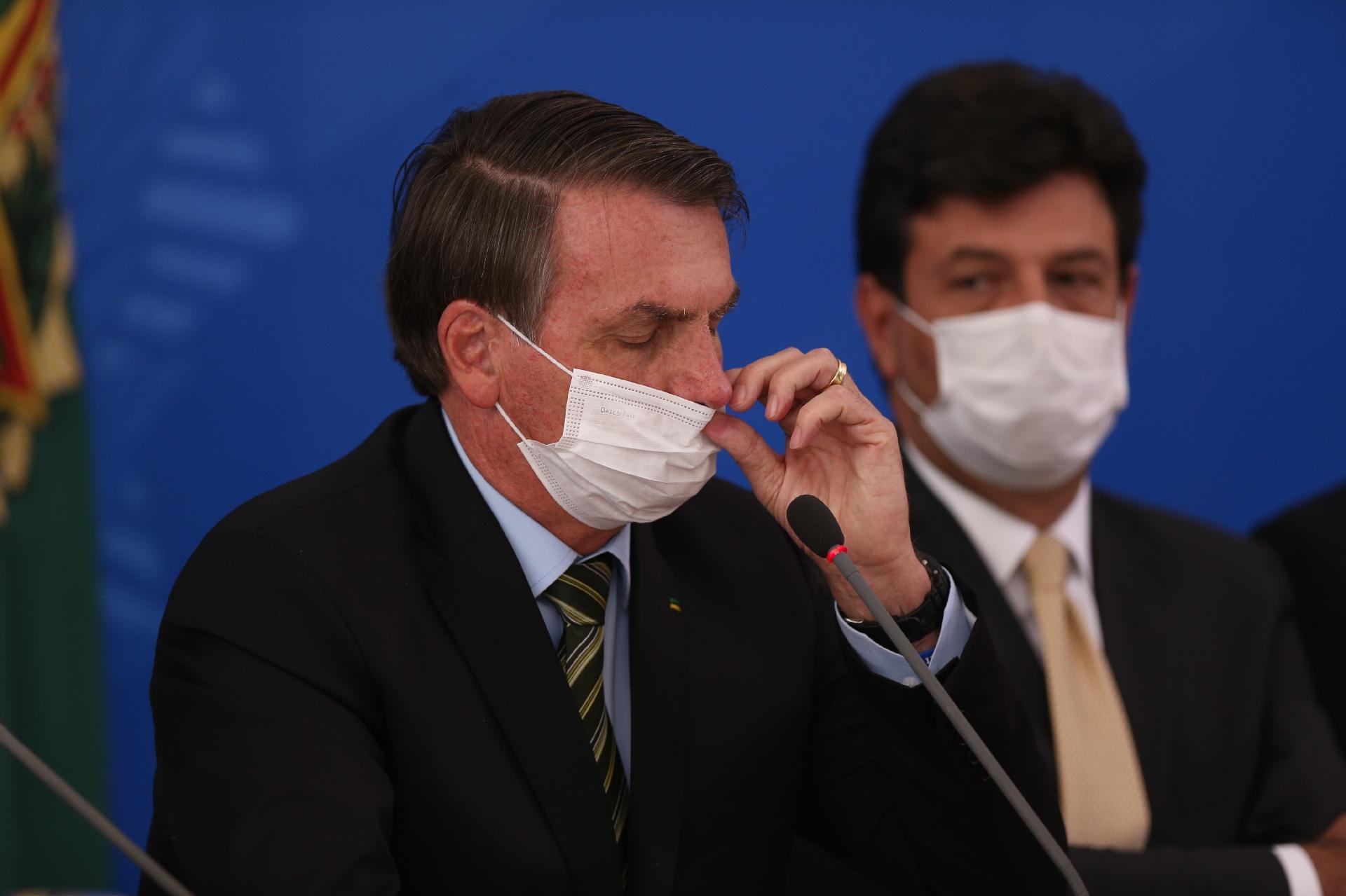 Bolsonaro demite Mandetta e convida Nelson Teich para a Saúde
