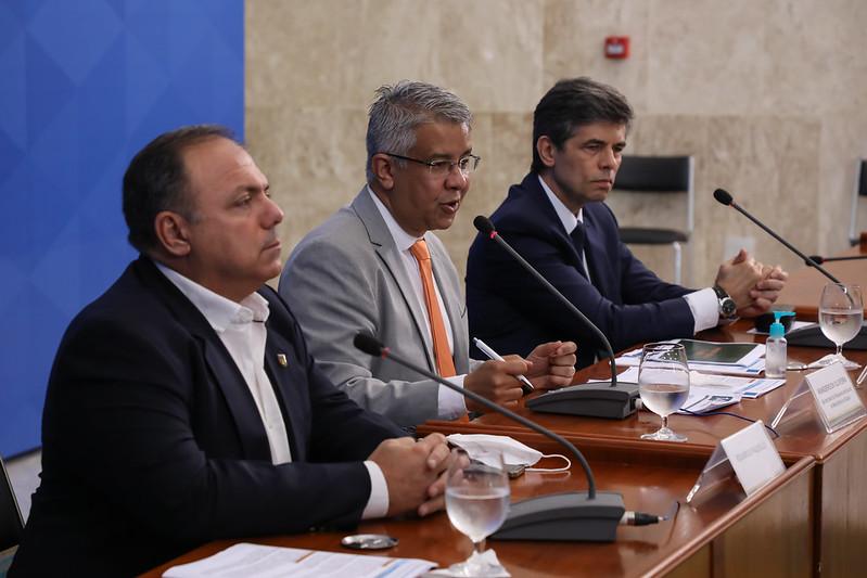Brasil registra 338 novas mortes e chega a 4.613 óbitos por Covid