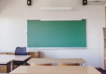 Oposição quer derrubar decisão do MEC sobre aulas presenciais