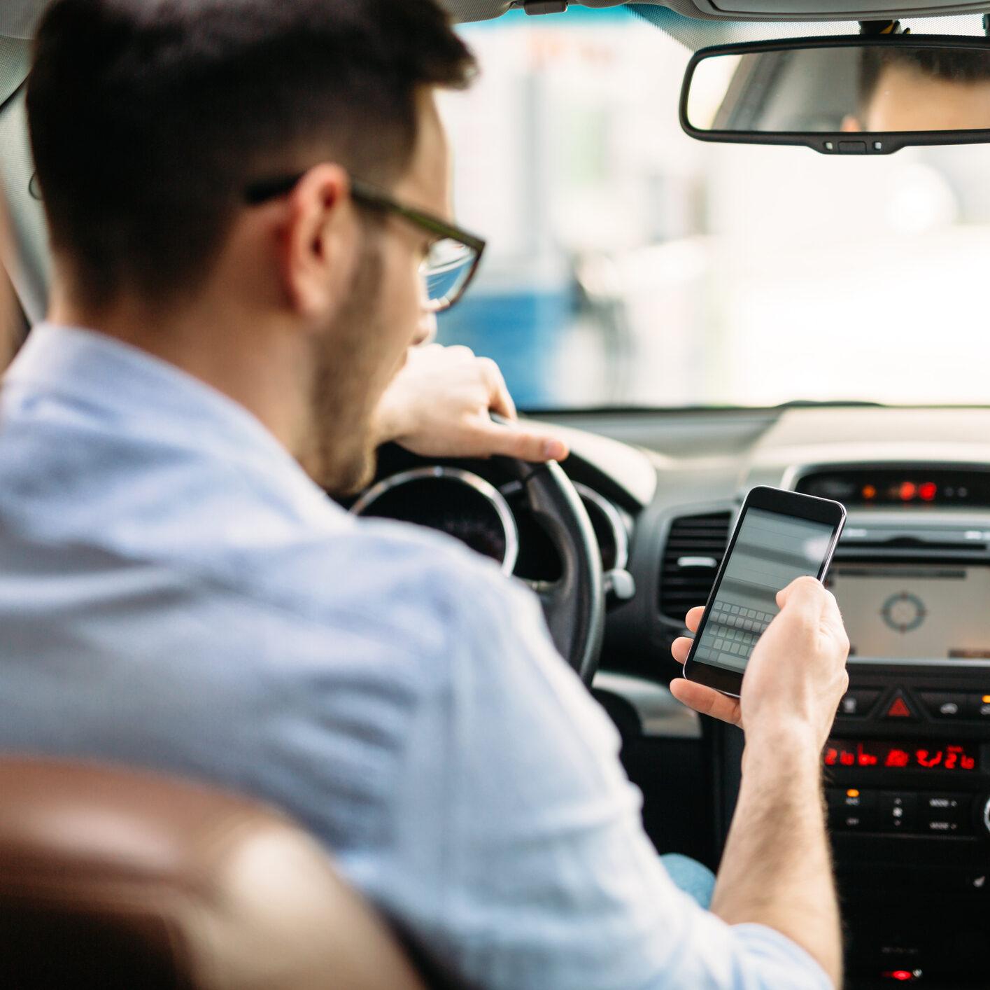 Celular é a principal causa de acidentes de trânsito com motoristas jovens