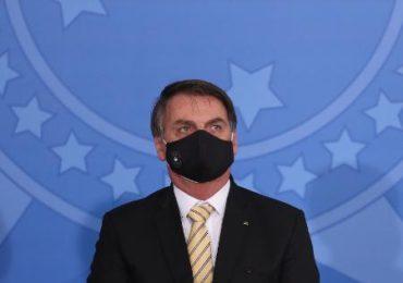 Juiz obriga Jair Bolsonaro a utilizar máscara em locais públicos