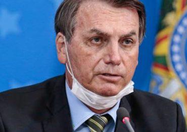 Bolsonaro convida diplomatas a sobrevoarem Amazônia