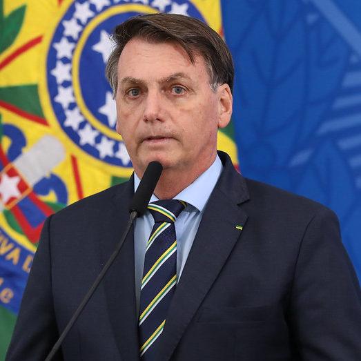 Bolsonaro sanciona ajuda a estados e municípios com vetos