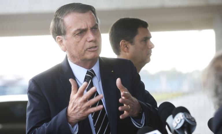 Dia de tensão: Bolsonaro sobe o tom e Maia pede conciliação