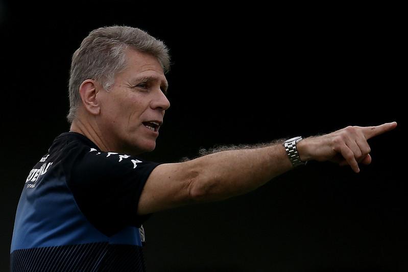 Paulo Autuori é demitido no Botafogo após derrota para o Bahia