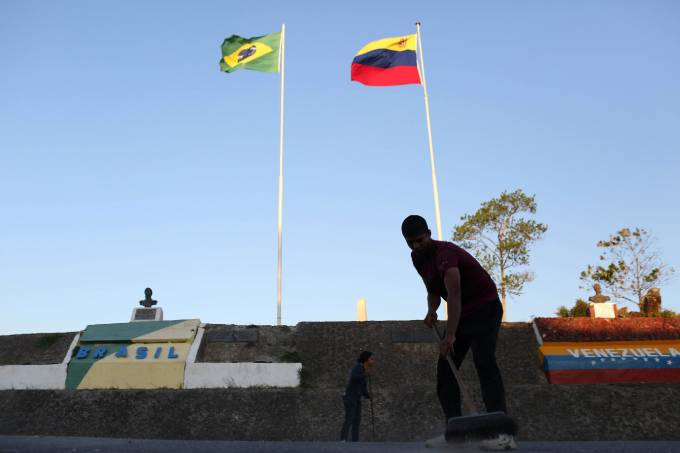 Governo venezuelano se nega a retirar diplomatas do Brasil