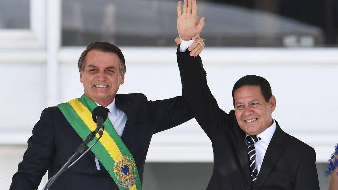 TSE adia julgamento de ações contra chapa Bolsonaro-Mourão