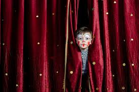 Especialistas alertam: trabalho artístico infantil tem regras