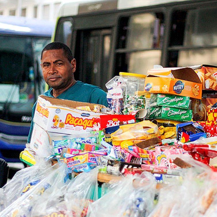 Banco Mundial: trabalho informal em massa pode retardar recuperação pós-Covid