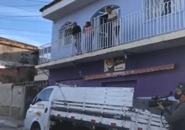 Polícia faz operação em casa de parentes de Queiroz em BH