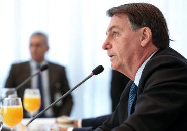Bolsonaro cita OMS para prever fim de isolamento social