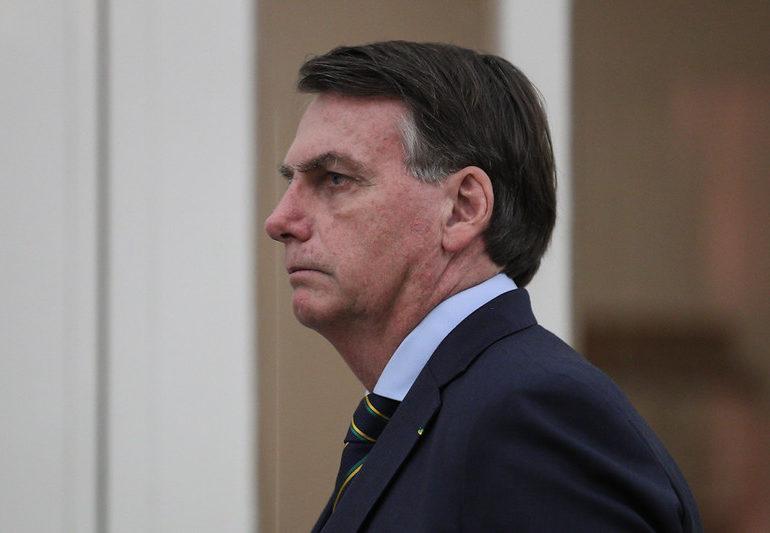 Bolsonaro sanciona lei que permite redução de jornada e salário