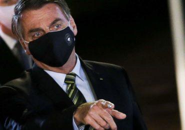 Bolsonaro veta uso de máscara no comércio e em templos