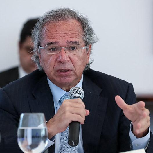"""Guedes nega privatização do SUS: """"seria insanidade"""""""