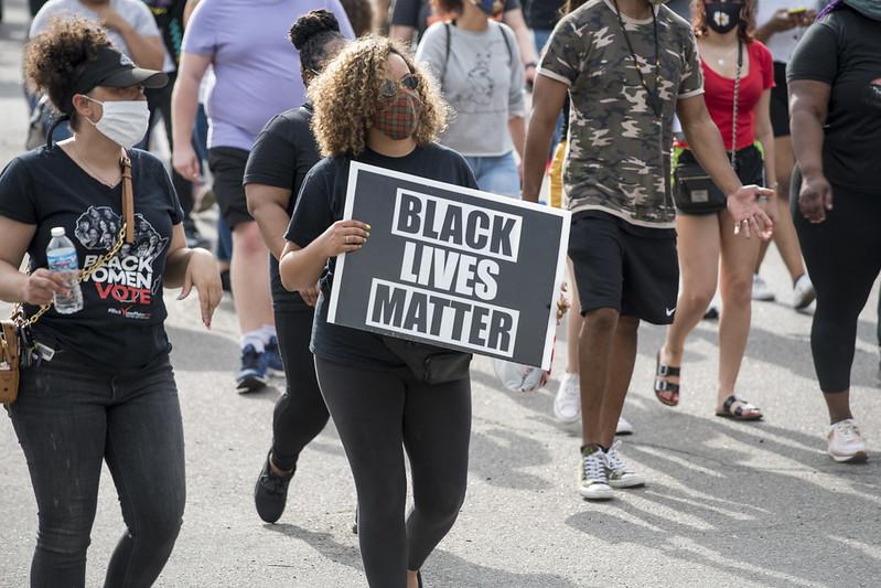 EUA têm novos protestos após polícia atirar em outro homem negro