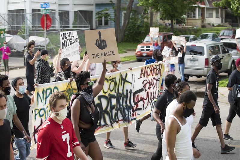 EUA têm 3ª noite consecutiva de protestos contra racismo
