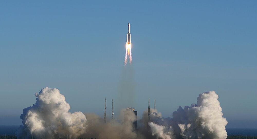 China lança com sucesso foguete para a primeira missão em Marte