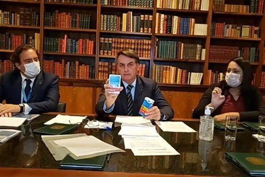"""Bolsonaro alfineta Doria e diz que está com """"mofo"""""""