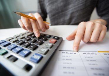 Economista orienta a não adiar pagamento de impostos e contas