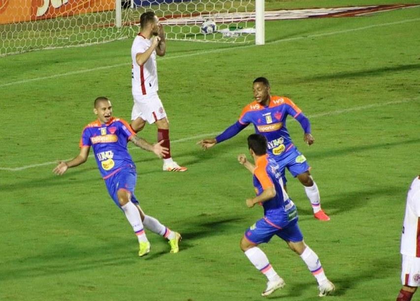 Fortaleza vence de virada no retorno da Copa do Nordeste