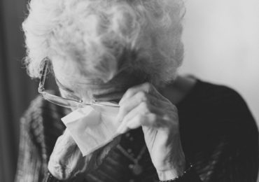 Isolamento social eleva casos de violações contra idosos