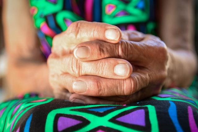 Mortes de idosos em asilos exigem atenção do poder público