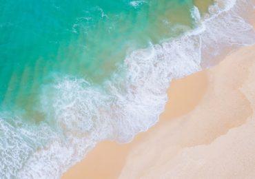 Prefeitura do RJ só vai liberar praias após vacina da Covid-19