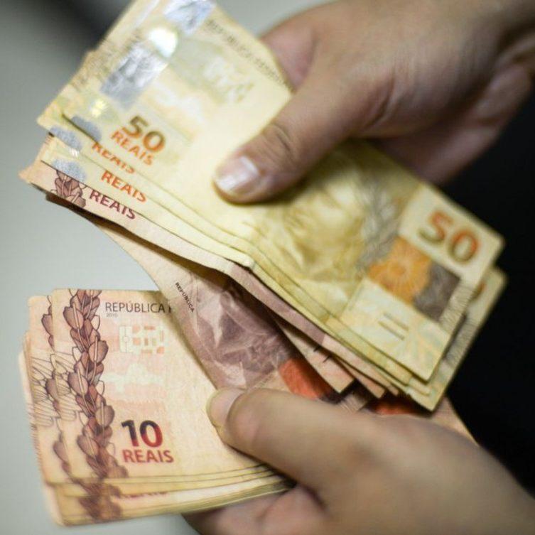STF manda governo criar programa de renda básica