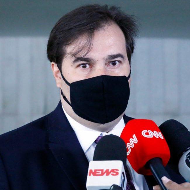 """Maia após Bolsonaro ironizar Dilma: """"não tem dimensão humana"""""""