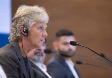 Técnica da Seleção feminina participa de debate da FIFA