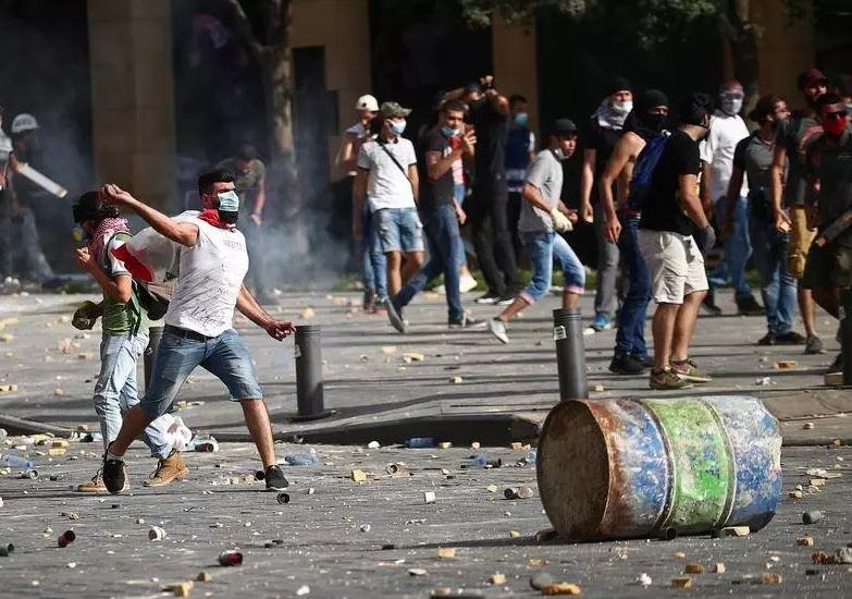Protestos no Líbano provocam renúncia e antecipação de eleições