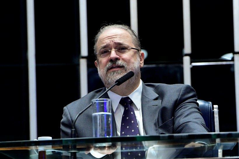 Aras pede equilíbrio e coleguismo entre procuradores da PGR