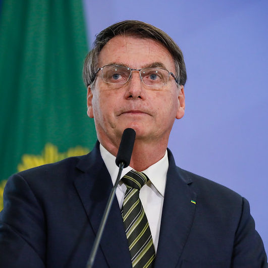 Bolsonaro sobe o tom em defesa das ações na Amazônia