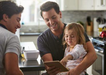 Pais homoafetivos: sonho concretizado pela barriga solidária