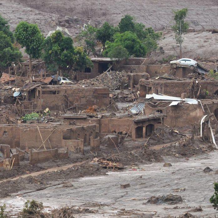 Rompimento em barragem no Ceará tira dois mil moradores de casa