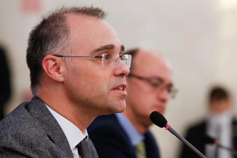 Ministro da Justiça é alvo de criticas após possível dossiê contra servidores