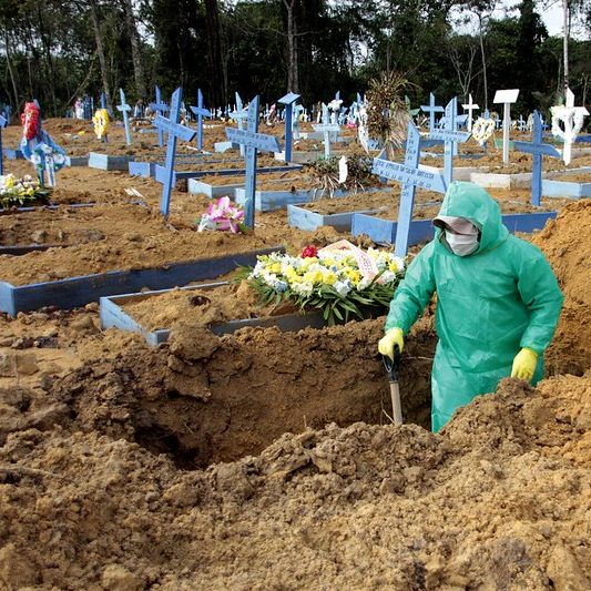 Total de brasileiros mortos por Covid-19 ultrapassa 114 mil
