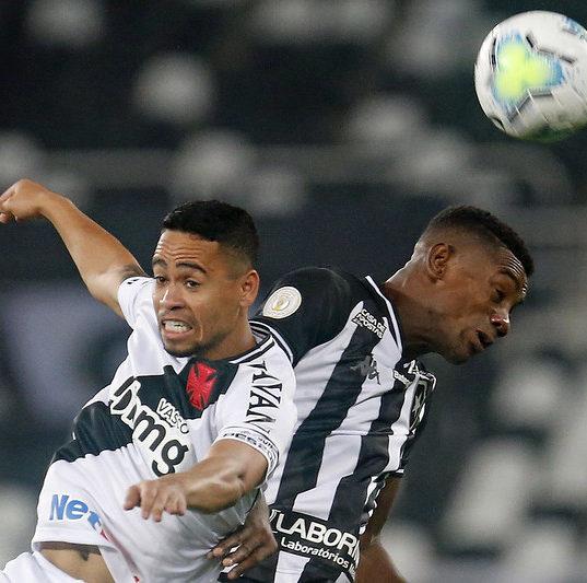 Botafogo vence clássico e larga na frente por vaga nas oitavas