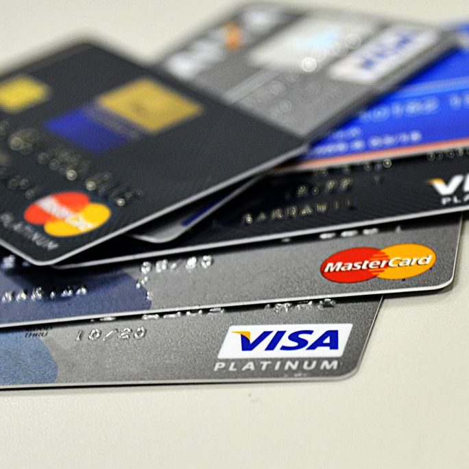 Limite nos juros do cartão de crédito alivia bolso do consumidor
