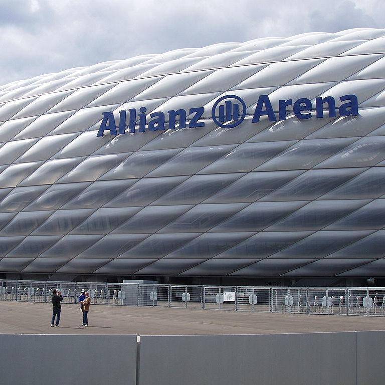 Alemanha reabre estádios de futebol para o público