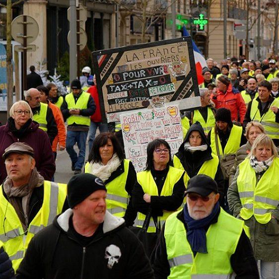 """""""Coletes amarelos"""" preparam protestos por toda a França"""