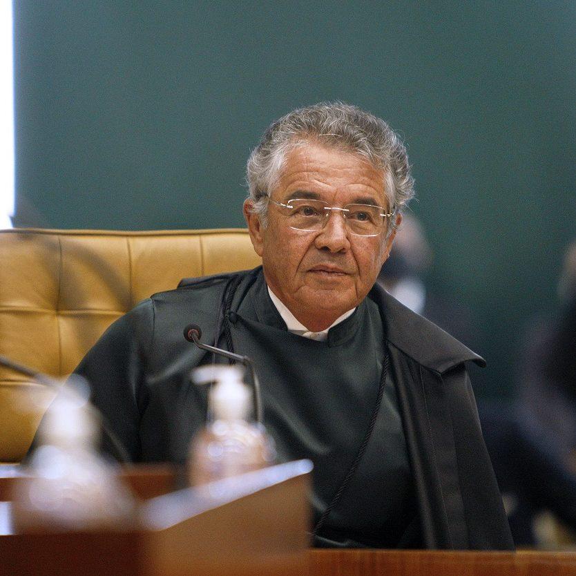Interferência na PF: ministro suspende inquérito contra Bolsonaro