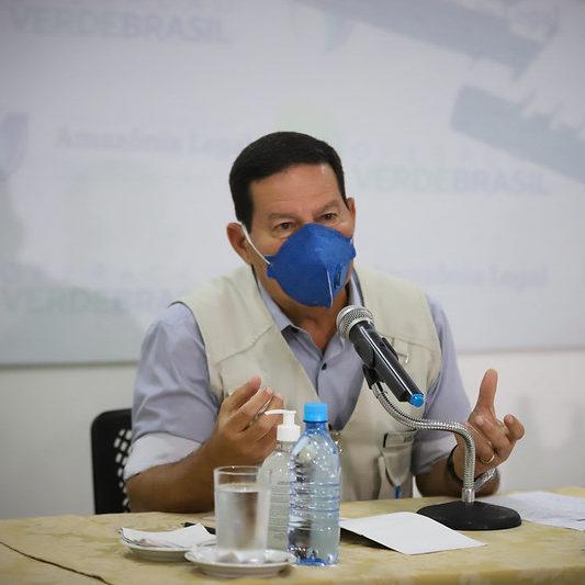 Mourão culpa opositor no Inpe por dados seletivos sobre queimadas