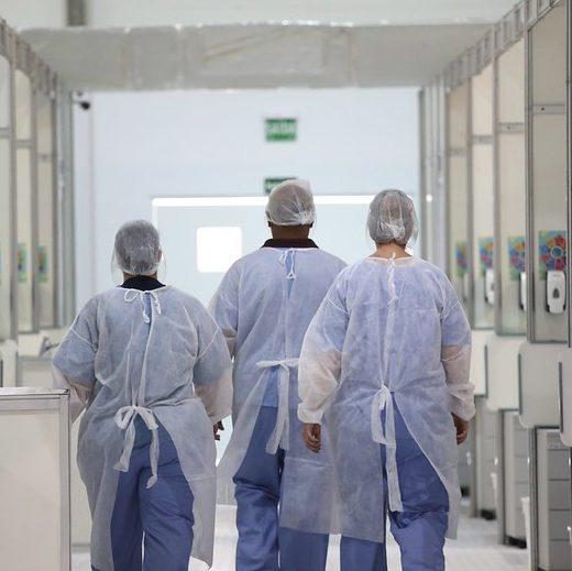 OMS: mundo tem 2ª semana de queda em casos e mortes por Covid-19
