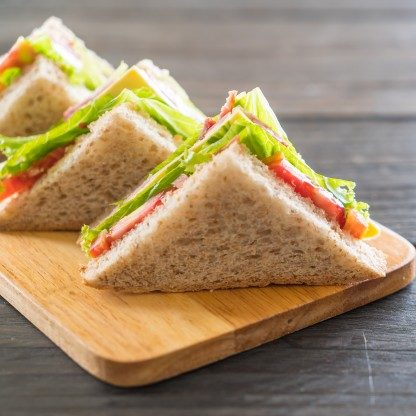 Conheça a história do sanduíche